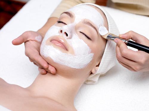 Les protocoles manuels anti-âge du visage pour booster votre CA