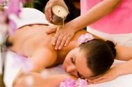 Démonstration Esthétique : Le massage à quatre mains à la bougie