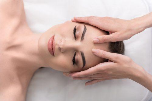 Le lifting naturel du visage, une chorégraphie pour raffermir la peau du visage