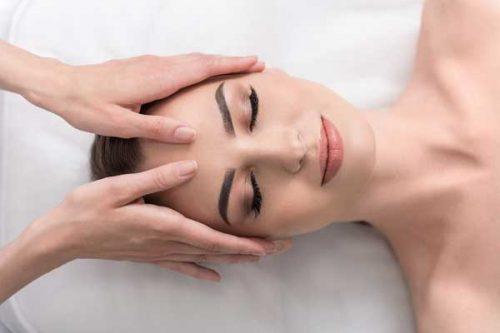 Stoppez le vieillissement cutané avec une méthode de massage manuel